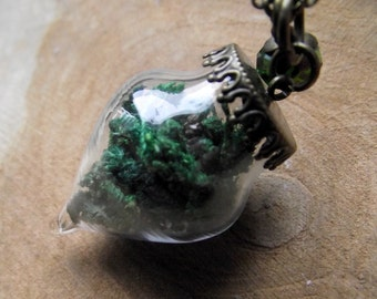 Hollow bead drop necklace moss green Wald