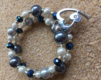W137 Memory wire blue and white braclet