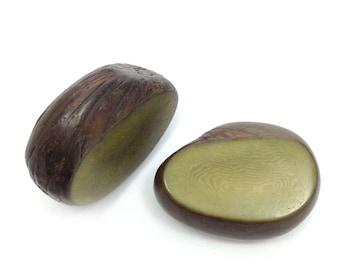 1 Tagua Scheibenperle groß, oliv, 30-50mm, 1 Stück, Tagua Perle, Tagua Anhänger, Tagua, Perle groß, Anhänger, Scheibe, dick, natural bead