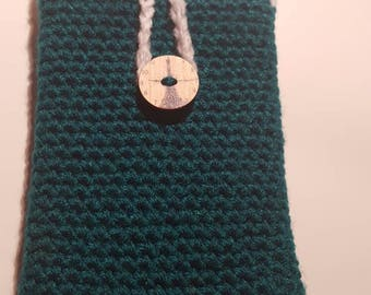 Crochet accesory case with button fastener