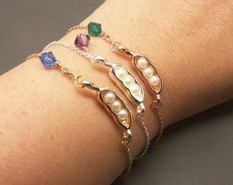 Three Peas in Pod Bracelet, Peapod Bracelet, Pearl Pea Bracelet, Personalized Birthstone Bracelet, Peapod Jewelry,Family Bracelet BB562