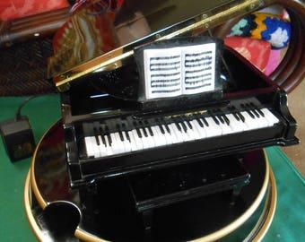 Mr. Christmas PIANO Symphonique GRAND Piano Music Box