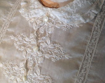 Edwardian / 1910s 1920s / White Lace Embroidered Blouse / Button Down the Back / Peterpan Collar / Puff Sleeves