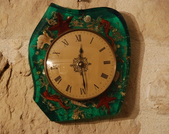 French 1960s kitchen clock, frame green clear resin cast with sea shells, sea horse. Kitsch frame, battery clock.