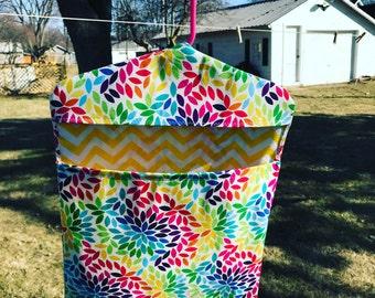 Hanging clothespin bag