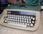 1970's Royal Sabre Portable Typewritter w/Case and Orig Manaual