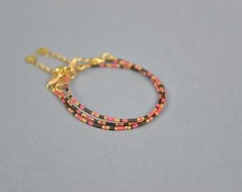 BRACELETS en PERLES Miyuki et fermoirs en OR, 3 bracelets très fins et glamour rouge, noir et dorés, Fermoirs en Or, Chaînettes plaquées or