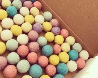 Felt ball garland (Pastel)