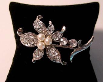 Flower Brooch, Faux Pearls, Rhinestones, Silvertone, Vintage.   (#584)
