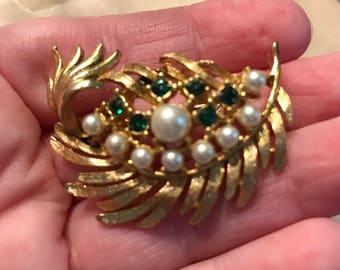 Glamorous Signed Gerrys Brooch Elegant Embossed Gold Tone Leaves Pearls Kelly Green Rhinestones Dramatic Designer Pin Costume Jewelry Gift