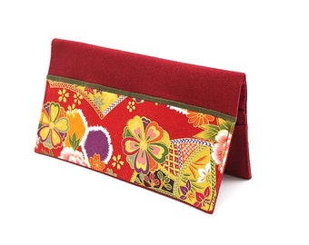 Porte chéquier en tissu japonais rouge à fleurs et motifs