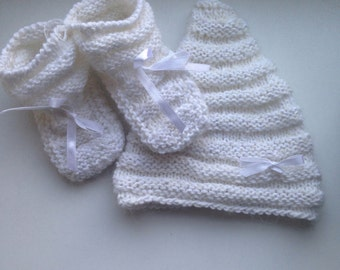 Crochet baby gift Newborn gift set Knitted baby hat and shoes Baby photo prop Baby booties