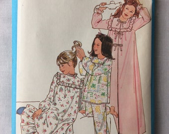 Vintage 1978 UNCUT Simplicity 8697 Girls Size 14 Robe, Nightgown, and Pajamas Pattern