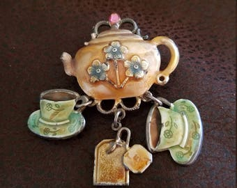 KC teapot and cups brooch vintage
