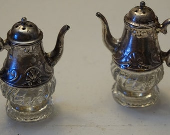 Vintage teapot style Salt and Pepper shakers
