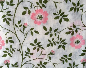 Unused fabric vintage flower in green and pink tone quilt fabric in linen/cotton from Scandinavian / Sweden. 1960s.