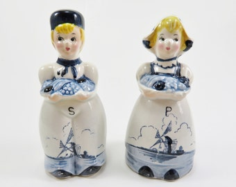 Dutch Boy and Girl Salt and Pepper Shakers, Vintage Salt and Pepper Shakers, Vintage Tableware Decor, Made in Japan Salt and Pepper Shakers