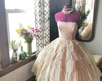 50's 50s 1950s Vintage Tiered Lace Cupcake Prom Contillion Formal Dance Dress Size Small To Medium S to M Pinup Rockabilly Peach Coral Ivory