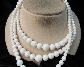 Vintage Chunky Triple Stranded Graduated White Beaded Necklace