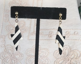 Black and white Earrings, black and white Dangle Earrings, white and black plastic earrings, white and black plastic earrings Ee78