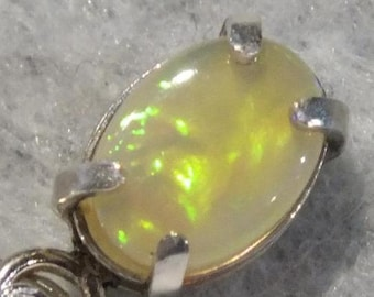 Green Gold Mauve rolling flash Opal Sterling Silver 7mm x 5mm Pendant and Chain FREE Shipping & Tracking