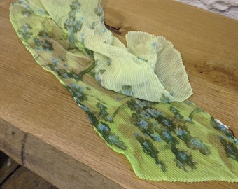 1960's Vintage Pale Green Floral Pleated Scarf - Necktie - Pretty ladies long neck tie - hair bow