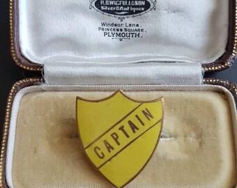 Vintage CAPTAIN school badge pin yellow enamel/Prefect