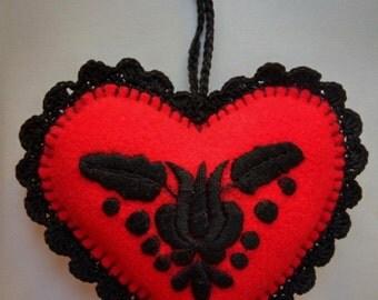 Hand-embroidered felt needle pillow hanger (MKORN-NEEDLE-HEART-264)