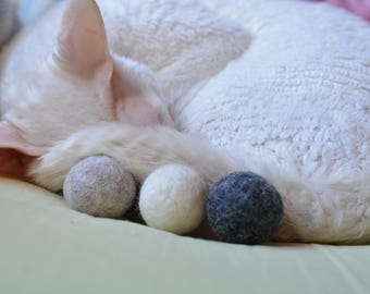 Natural sheep wool not dyed cat balls Toys for cat Catnip or Valerian root cat balls