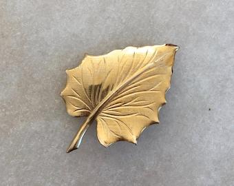 Vintage Gold Leaf Brooch | Costume