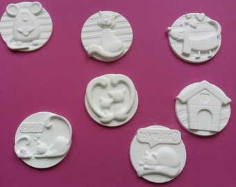 Powdered ceramic medallions with cats and dogs
