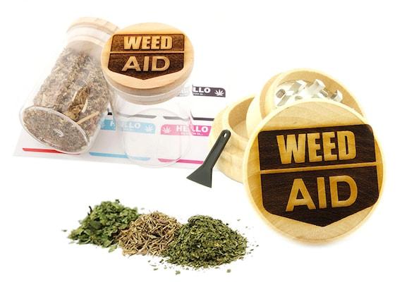 Leaf Aid Engraved Premium Natural Wooden Grinder & Wood Lid Glass Jar Gift Set # GS103116-38