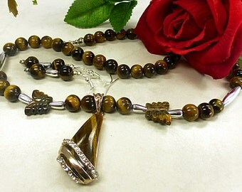 Charming Tiger eyes set with pendant