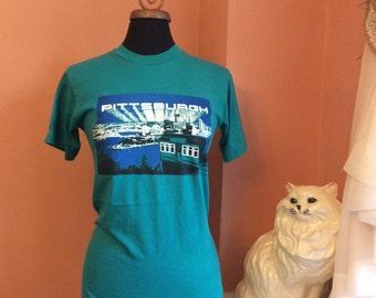 80s T-Shirt, Pittsburgh, Harbor, Tourist, City Skyline  (B100)
