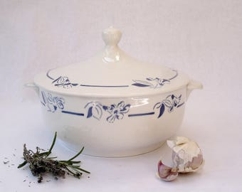 "French vintage soup tureen by Hippolyte Boulenger Creil Montereau (HBCM), pattern ""Narcisse"", porcelain, vintage item from the 1930s"