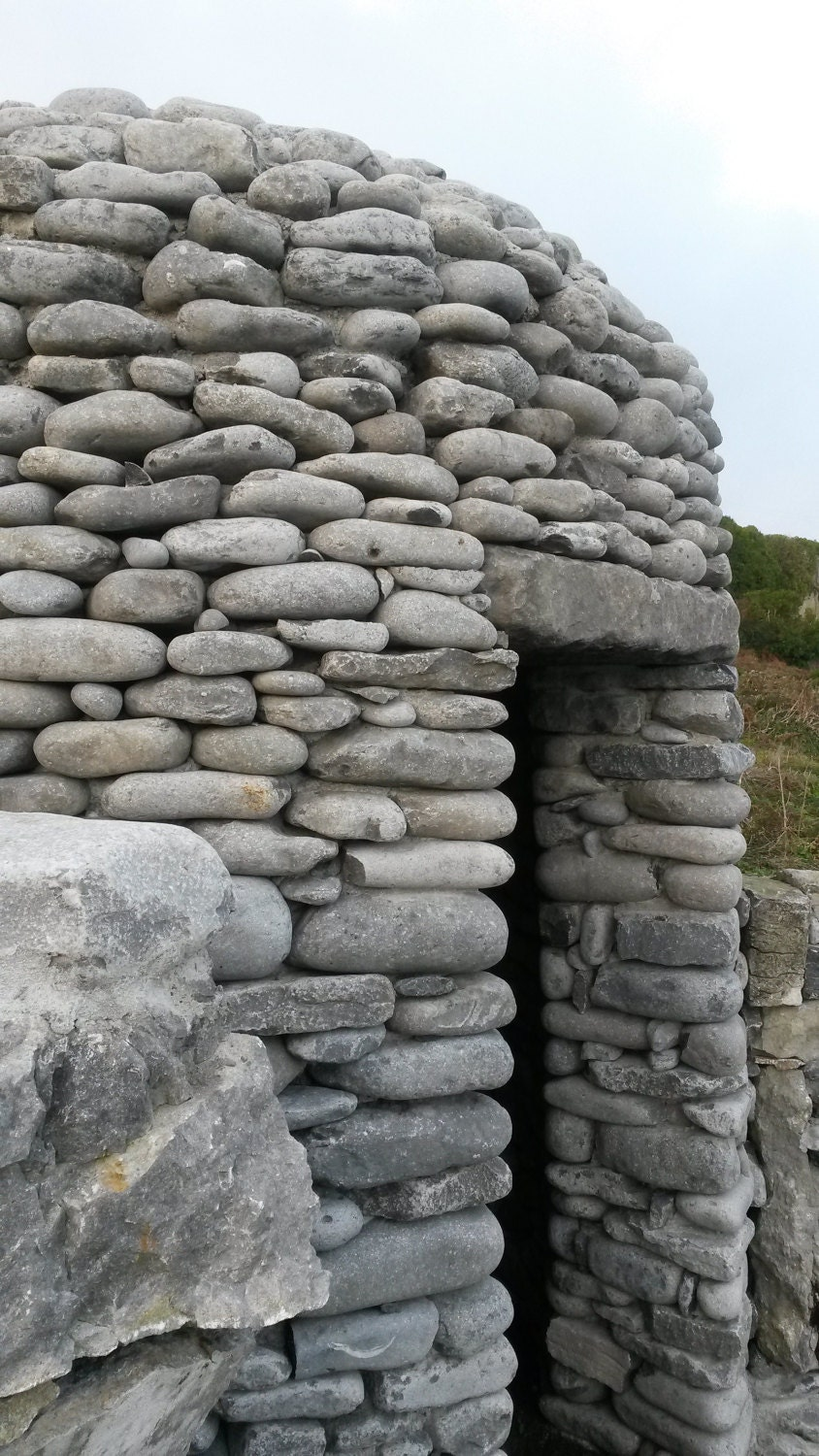 The little stone meditation hut by the lake on Inis Oirr.