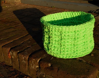 Happy Green Basket made from textile leftovers, crochet, 13 cm / 5,1 inch from top to bottom, 22 cm / 8,7 inch diameter.