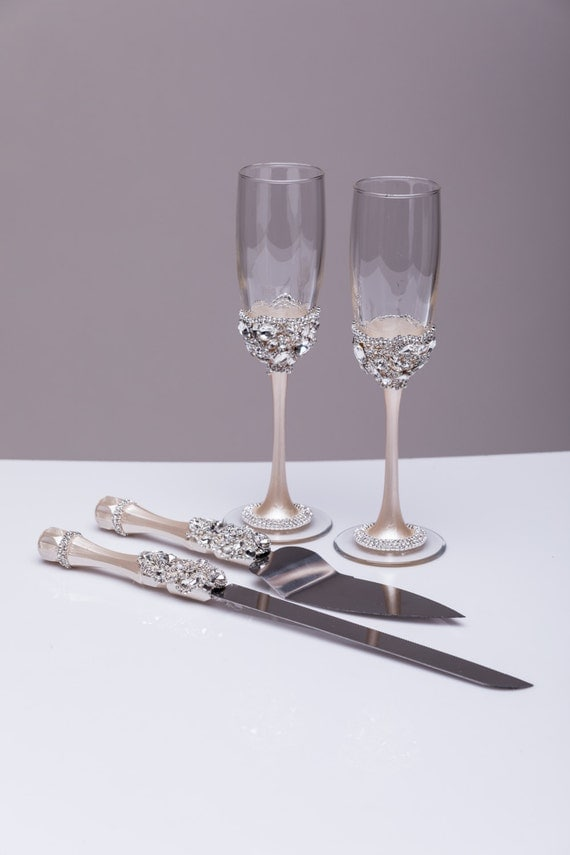 Bride And Groom Wedding Set Of 4 Wedding Flutes And Cake Server