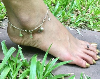 Silver Anklet, Beach Wear Jewelry, Silver Flower Charms, Minimalist Silver Anklet, Anklet, Delicate Anklet, Womens Gift, Simple Anklet (AS67