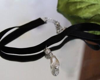 Pearl and velvet choker, chokers, black velvet chokers, pearl necklaces, black necklaces, jewelry
