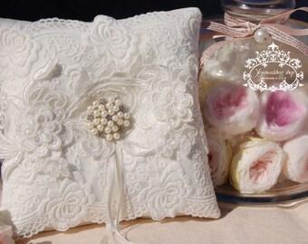 Wedding ring pillow.ivory white Cotton ring pillow,lace ring bearer pillow,wedding gift ,wedding Accessories.White wedding ring pillow
