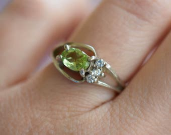 Lime Green Gemstone Silver 925 Split Band Vintage Ring, US Size 5.0, Used