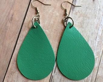 Green teardrop leather earrings, green leather teardrop earrings, green leather earrings