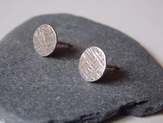 Boucles d 39 oreilles puces rondes en argent martel puces for Fenetre ronde oreille