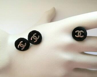 1x D15mm Authentic Chanel vintage CC logo velvet button