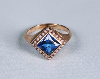 14K Yellow Gold Vintage Blue Stone w/Seed Pearl Ring, size 7.75