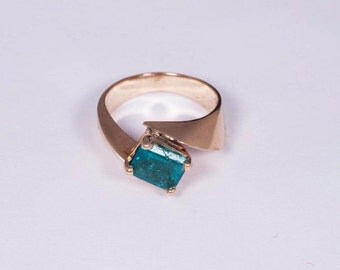 14K Yellow Gold app. 1.5 ct. Emerald Ring, size 5.75