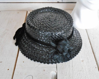 Black Straw Hat Vintage with Flowers - Retro Summer Ladies Hat in Black Straw, with Velvet Ribbon and Bow - Retro Clothing Dress Code 1940s.