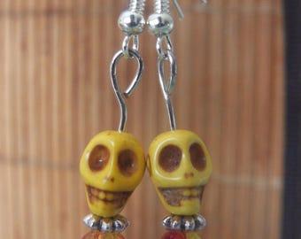 Skull earrings yellow and Pearl yellow/orange metal silver