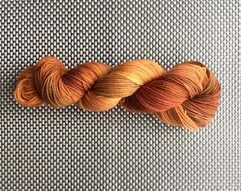 Iota, hand, dyed wool down with subtle orange, size hot, BFL (Blue Faced leicester) and nylon, 115g / 365 m
